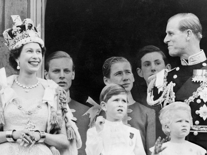 Princess Eugenie Will Likely Wear This  Ancestral  Tiara to Her Wedding 100318-imperial-state-crown-elizabeth-embed
