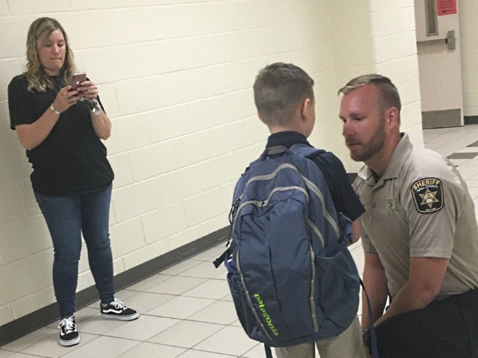 Sheriff's Deputies Escort Boy to School After His Father Was Killed in the Line of Duty 67608030_2368336746585832_6015853111166369792_o