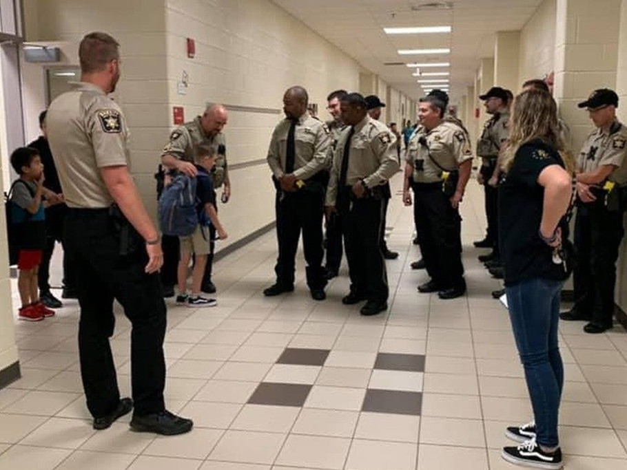 Sheriff's Deputies Escort Boy to School After His Father Was Killed in the Line of Duty 67751572_2368337379919102_4990971917457424384_n