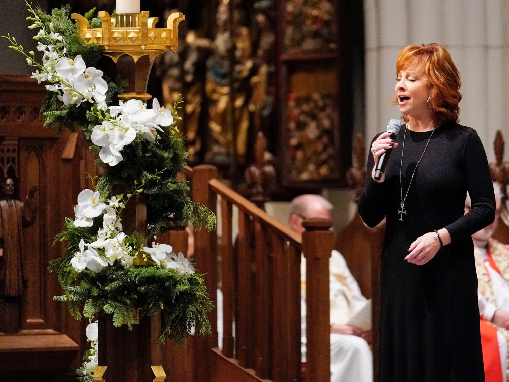 Reba McEntire's Touching Performance at George H.W. Bush's Funeral Brings His Grieving Son to Tears bush-310