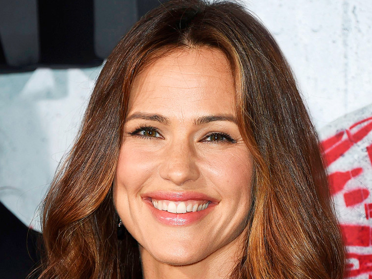 Jennifer Garner Reveals the Surprising Compliment Fans Pay Her: 'It Happens Every Day' jg