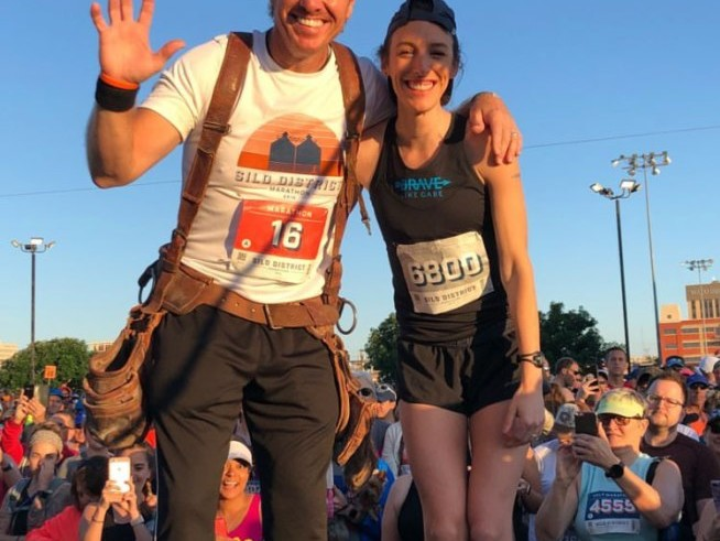 Joanna Gaines Cheers on Husband Chip as He Runs His First Marathon — with His Tool Belt in Tow! joanna-gaines-e