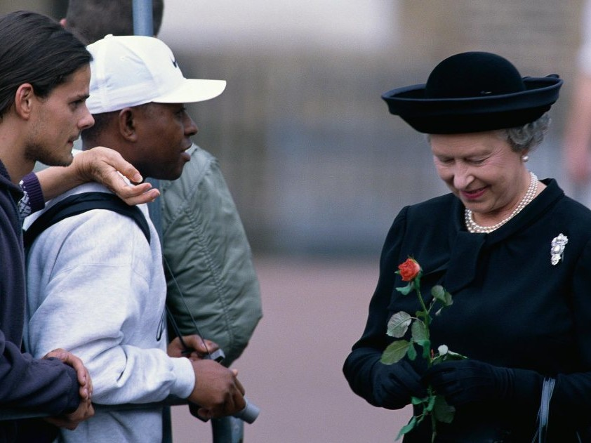 Inside the Subtle Moment the Queen Paid Tribute to Princess Diana After Her Death queen-elizabeth-20