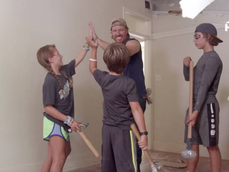 Chip Gaines Explains Why He Brings His Kids with Him to Construction Sites — Despite the Risks screen-shot-2018-04-03-at-9-57-15-am