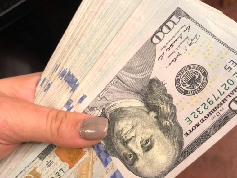 North Carolina Waitress Gets a $10,000 Tip — and Splits It with Her Coworkers waitress-3