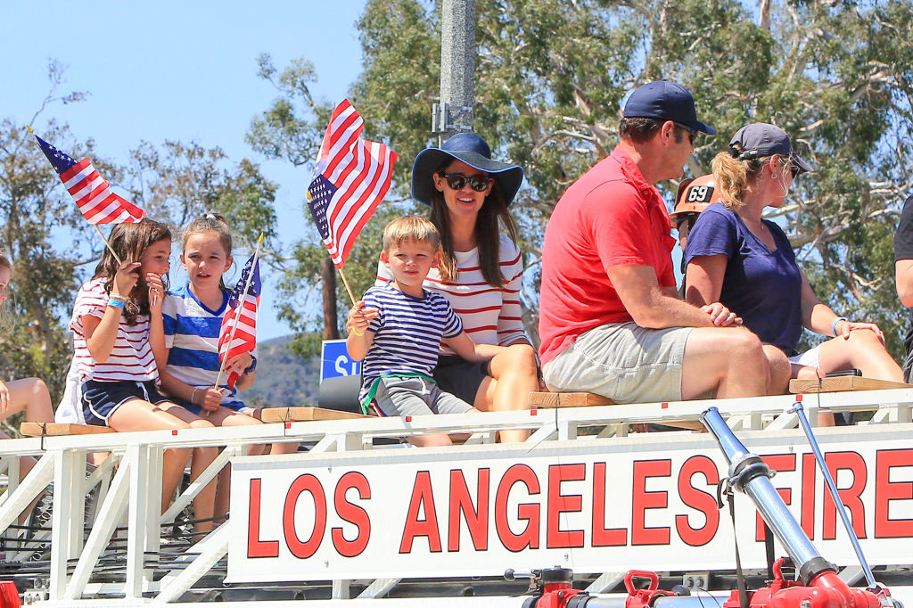 Parading Patriots! Jennifer Garner and Her Kids Ride Atop a Truck During Fourth of July Parade
